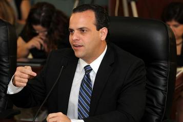 Miguel Hernández Vivoni, secretario del Departamento de la Vivienda