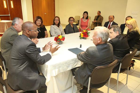 La firma del acuerdo contó con la presencia de varios funcionarios de la Rama Judicial que participaron en el desarrollo del nuevo Protocolo.