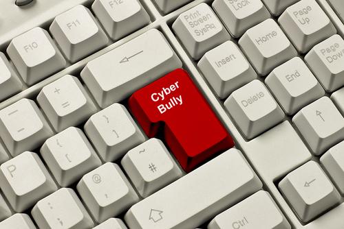 Senado aprueba proyecto de cyber-bullying