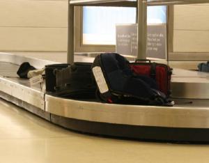 Aerolínea debe indemnizar al pasajero por el extravío de equipaje conforme a Convención Varsovia-La Haya en Argentina
