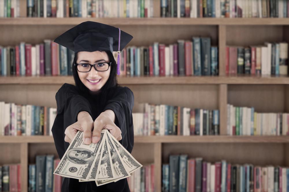 Aprueban medida para reducir deudas de préstamos estudiantiles