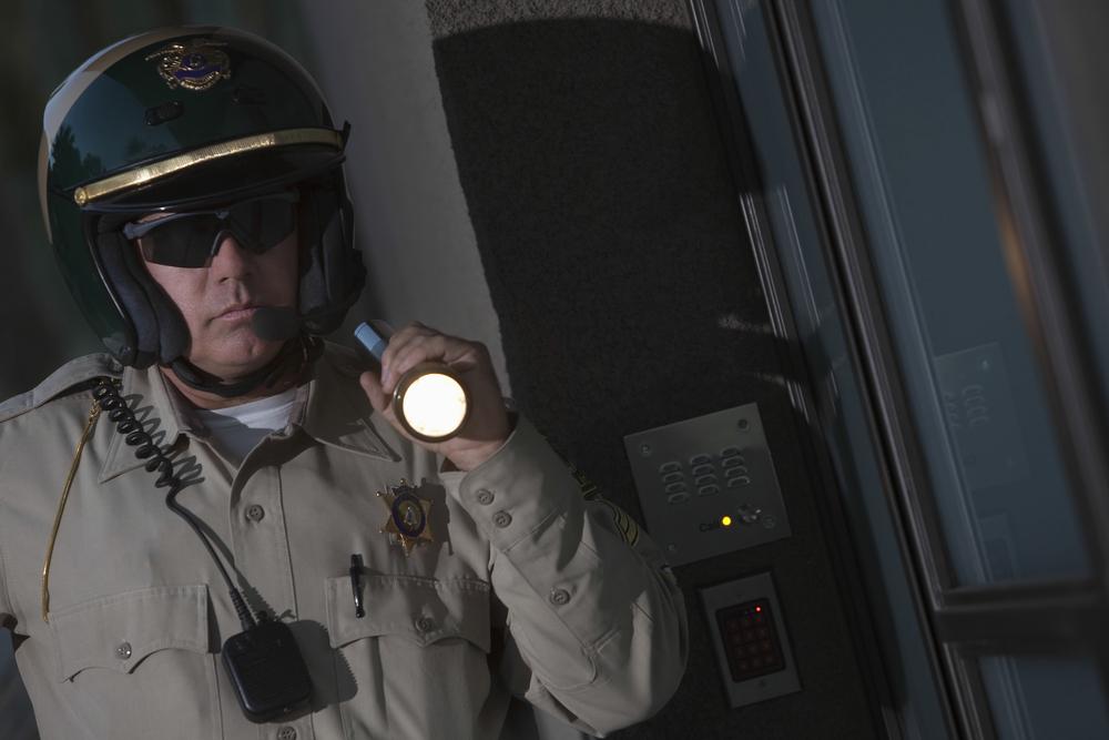 Supremo federal concede inmunidad a policía por entrar a residencia por la puerta de atrás