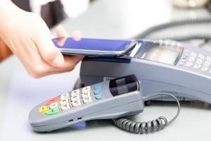 Proveedores de servicios licenciados por gobierno deberán ofrecer a clientes dos alternativas de pago
