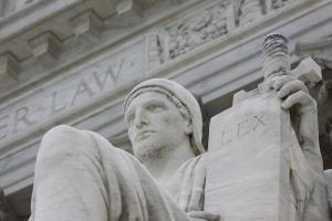 La cláusula de supremacía no es fuente de causas de acción privada contra los estados