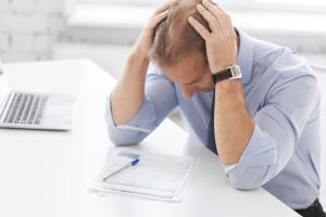 Grandes salarios no garantizan satisfacción y felicidad a abogados según estudio