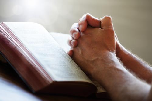 Demanda por discrimen religioso, Ley ADA y represalias contra Johnson & Johnson desestimada