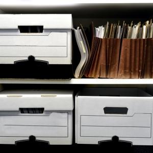 ¿Qué debe hacer un Notario si desea irse del país o mudar su oficina?