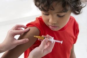 California aprueba estricta ley de vacunación