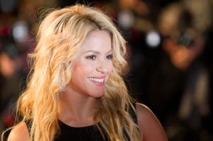 Evidencia de fraude da giro inesperando a caso de violación de derechos de autor contra Shakira y Sony