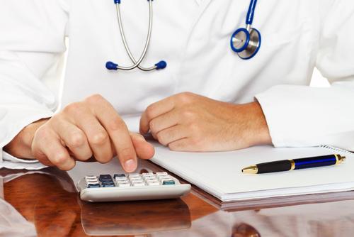 Colegio de Médicos Cirujanos se opone a utilizar método de pago electrónico en oficinas