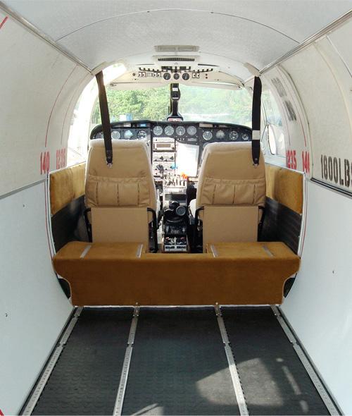 Avioneta confiscada por alegaciones de transporte de cocaína; dos compañías reclaman titularidad
