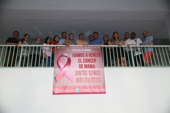 Foto Estudiantes de Derecho lanzan campaña para vencer el cáncer de mama. ¡Juntos somos más fuertes! 04