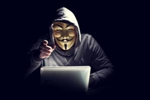 """Periodista es encontrado culpable de ayudar a """"Anonymous"""" a hackear página de internet del periódico Los Angeles Times"""