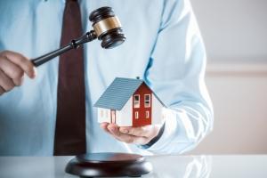 ¿Aplica la Ley de Mediación Compulsoria a préstamos comerciales garantizados con residencia principal del deudor?