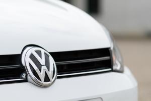 Volkswagen ofrece inmunidad a empleados a cambio de información sobre fraude en emisión de gases en vehículos