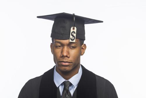 Gobierno federal cancelará deudas de préstamos estudiantiles por engaño a estudiantes universitarios