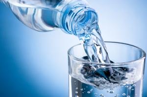 Agua por refresco en combos de comidas rápidas