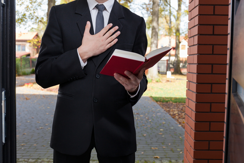 Testigos de Jehová demandan a 38 municipios para obtener acceso a urbanizaciones con acceso controlado