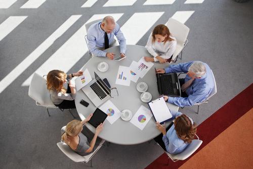 Columna crítica foro de abogados: Letrados defienden espacio de cooperación y ayuda entre colegas