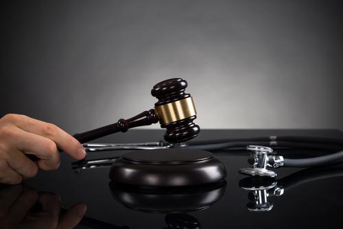 Qué buscar en un abogado para una demanda de daños