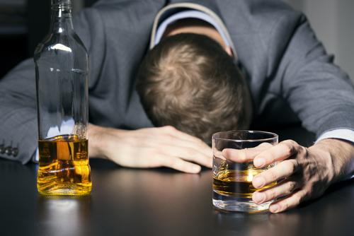 El abuso de alcohol y sustancias controladas en la profesión legal: Implicaciones para estudiantes de Derecho
