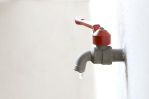 Amnistía para pago de facturas de agua atrasadas con descuento de 85%