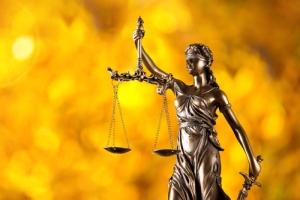 Acciones disciplinarias contra abogados y notarios prescribirán luego de tres años