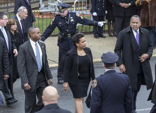 Departamento de Justicia demanda a Carolina del Norte por ley discriminatoria