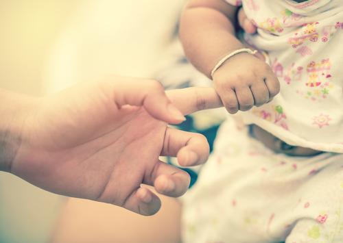 Justicia defenderá a menores en pleitos por deudas de alimentos mediante acuerdo con ASUME