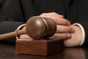 Juez municipal es suspendido de empleo y sueldo por tres meses