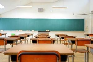 """Eliminar escuelas religiosas de programa de """"vouchers"""" no es discrimen, según juez federal"""