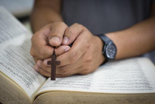 Primer Circuito: Agente razonable debía saber que obligar a subordinado a practicar religión en la que no cree viola sus derechos constitucionales