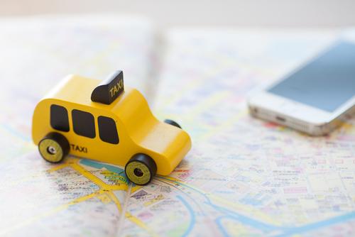 Justicia radica cargos a dos sujetos por causar daño a vehículo de conductor de Uber