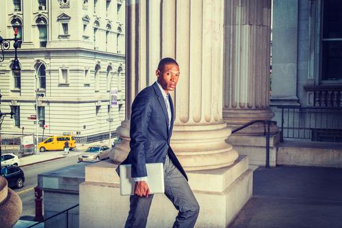 Comenzar una oficina legal inmediatamente después de graduarse: ¿Sí o no?