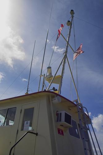 Gobernador firma ley que otorga turno preferente en lanchas a residentes de Culebra y Vieques
