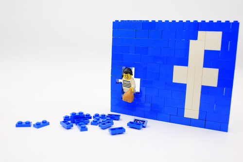 Abogados de Facebook confrontados por magistrado por causa de demandas de terrorismo