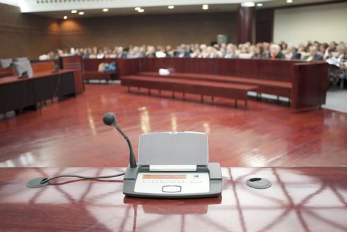 Juez del Supremo hubiese expedido caso para permitir interrogatorios sugestivos a oficiales del orden público en el directo
