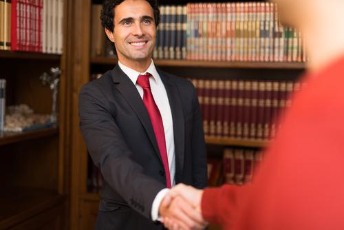 Retención de clientes: Consejos para oficinas pequeñas y abogados por cuenta propia