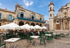 Gobierno cubano congela entrega de licencias a restaurantes privados nativos