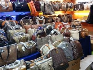Justicia allana establecimientos que falsificaban artículos de marcas famosas