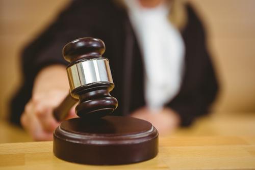 Juez que permitió a su oficial jurídico suplantarla en estrado es diagnosticada con Alzheimer
