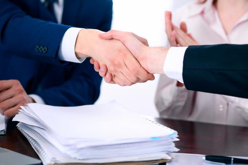 La importancia del contrato y el depósito en la relación abogado-cliente