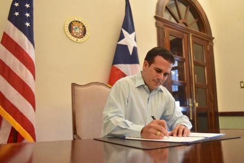 Gobernador firma Ley de Emergencia Financiera y Responsabilidad Fiscal de Puerto Rico