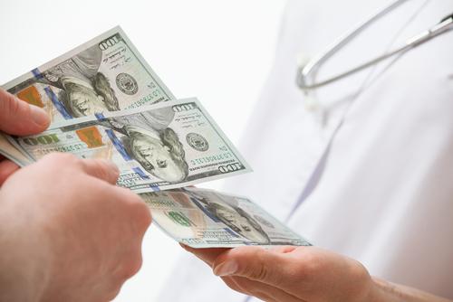 Proyecto persigue obligar a aseguradoras a pagar de manera inmediata los servicios brindados por médicos