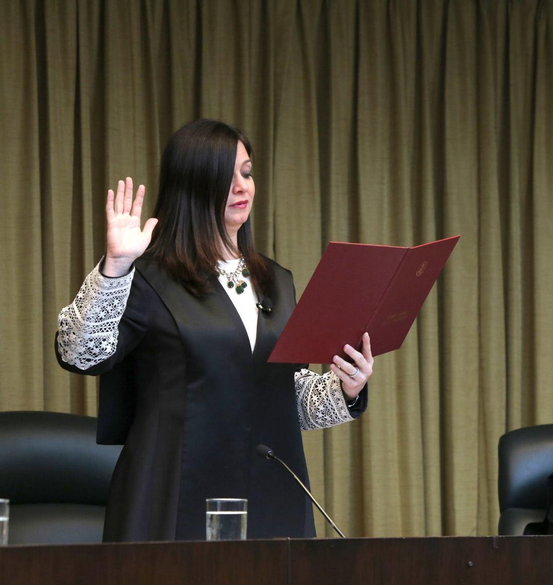 Maite Oronoz juramenta nuevos jueces