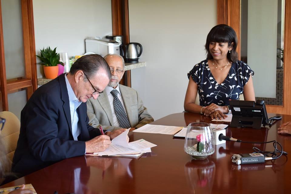 Clínica de Asistencia Legal UPR recibe donativo de Fundación Carvajal para apoyo a comunidades