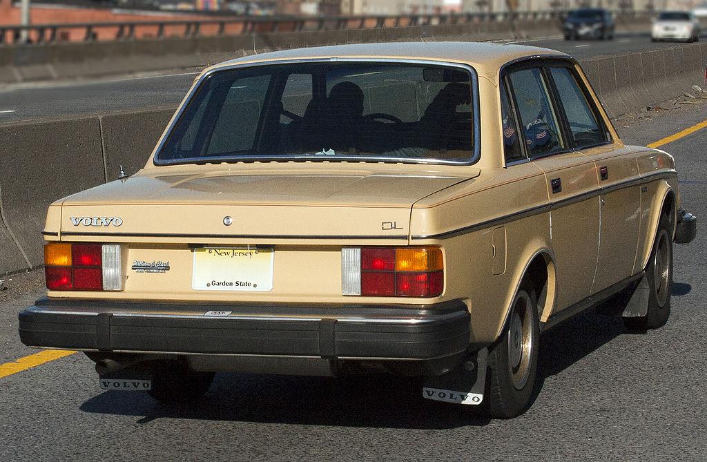 1983_Volvo_DL