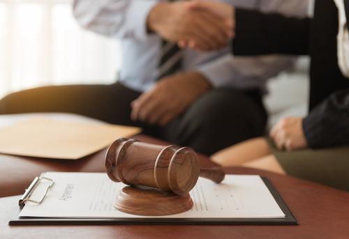 Se asoma legislación para restringir práctica legal de ex jueces