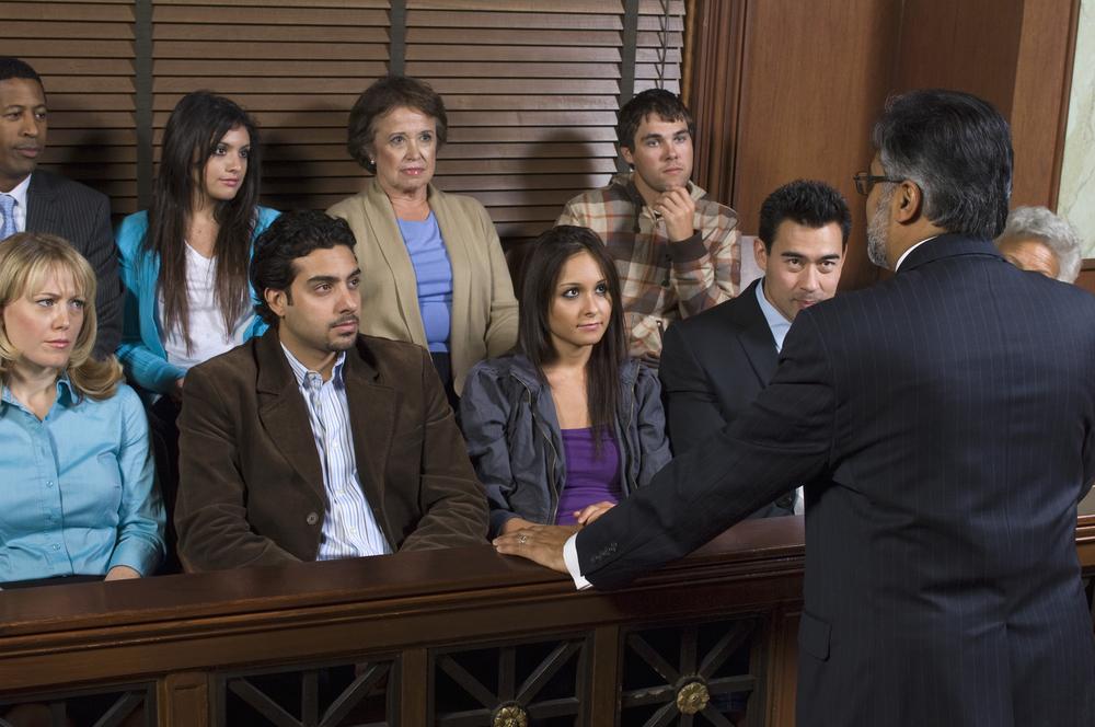 Enmiendas a Reglas de Procedimiento Criminal cambiarían fianza, juicio por jurado y derecho a confrontación
