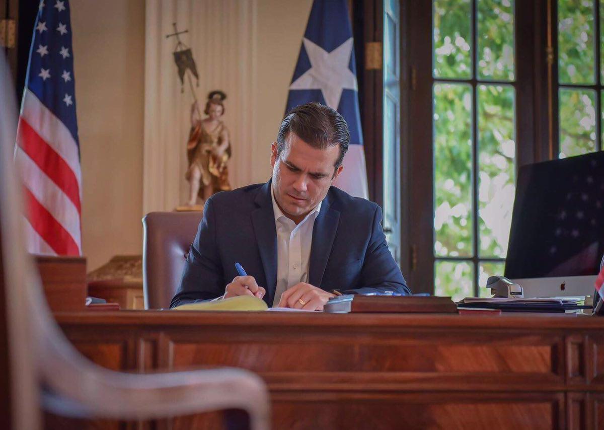Gobernador Rosselló Nevares firma ley para crear una nueva Junta para la Autoridad de Energía Eléctrica